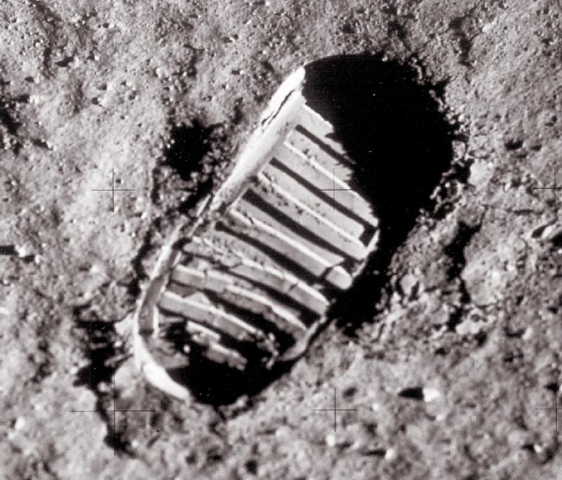 footprint apollo 11 moon - photo #21