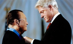 Inouye receives the Medal of Honor