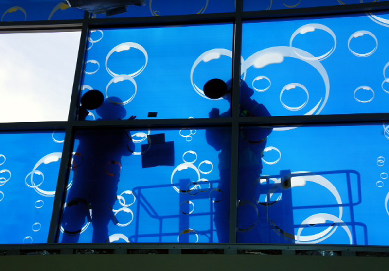 "Installation of ""Bbubbles"" by Bob Zoell at the new Castaic Aquatic Center; photos from Vourvoulis Architectural Glass Consulting"