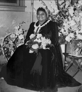 """Hattie McDaniel from 1939's """"Gone With the Wind"""" attended the dedication of Val Verde Park the same year. Photo: SCVHistory.com"""