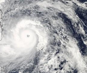 TyphoonHaiyan_e_1108