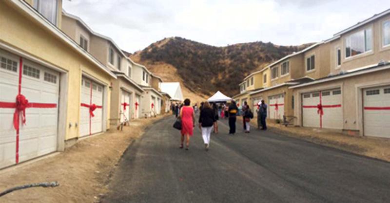 scvnews com veterans families get keys to new scv homes for