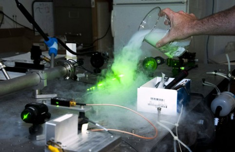CSUN atmospheric chemistry professor Daniel Curtis pours dry ice over the green laser in his custom-built cavity ringdown spectrometer. Photo: Luis Garcia/CSUN