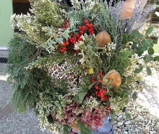 holiday wreath file photo