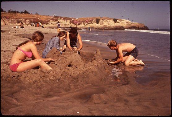 Santa Cruz Beach Photo: Dick Rowan (National Archives)