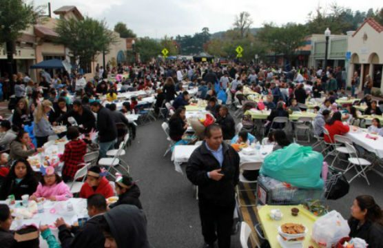 Community Thanksgiving Dinner in Newhall