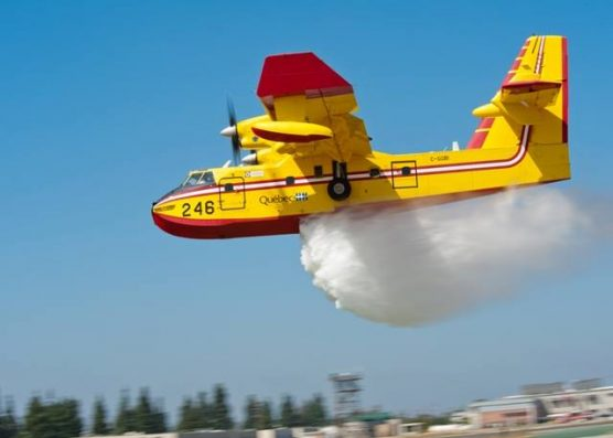 Super Scooper water-dropping plane