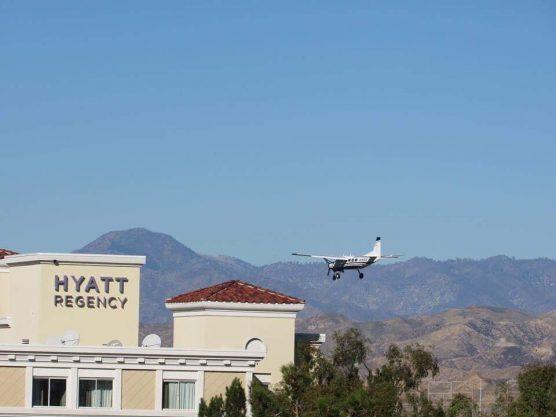 Cessna landing in Valencia - movie shoot