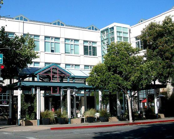 Facebook headquarters in Palo Alto, California. | Photo: coolcaesar/WMC-Gnu