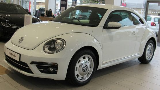 2017 Volkswagen Beetle Design TSi 1.4 Front Taken in Listers Volkswagen, Leamington Spa. | Photo: Vauxford/WMC 4.0