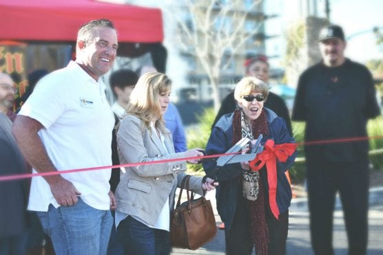 Market Manager Larry McClements joins Assemblywoman Christy Smith, D-Agua Dulce (L) and Santa Clarita Mayor Marsha McLean (R) to welcome En Fuego BBQ to the Old Town Newhall Farmers Market. | Photo: A. Rios.