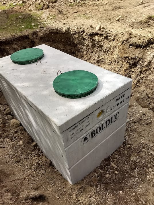 A septic tank during installation. | Photo: Nonztp/WMC 4.0.