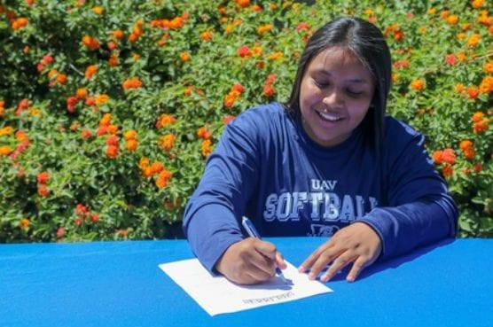 COC infielder Valerie Rivas signs with UAV