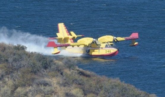 A SuperScooper water-dropping airplane scoops up water at Castaic Lake Friday morning, Oct. 11, 2019. | Photo: Dan Watson/The Signal.