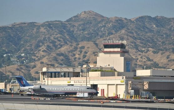 A view of the Hollywood Burbank Airport, aka Bob Hope Airport, from the Pacific Surfliner near the Amtrak station at Burbank, California. | Photo: Loco Steve from Bromley, UK/WMC 2.0.